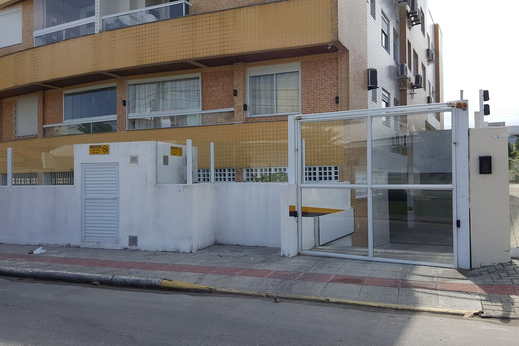 vista da rua/entrada garagem