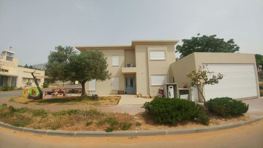country style villa close to beach - Gesher HaZiv - Casa