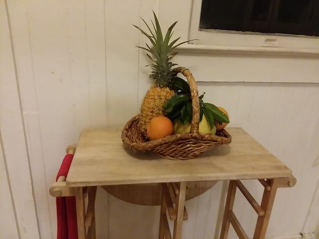 Pineapple Rm KaimukiDiamondHeadWaikiki shared bath