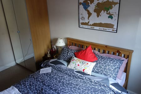 Spacious, comfy double room. Great location! - West Bridgford - Apartemen