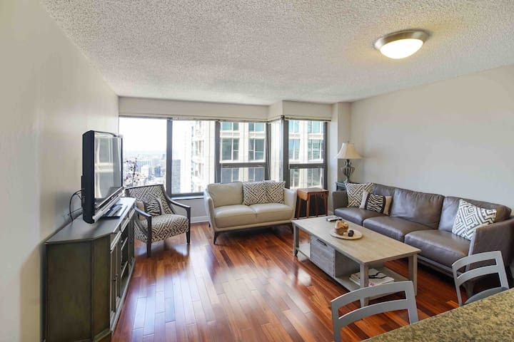 Luxury High Floor Apartment in Downtown Chicago