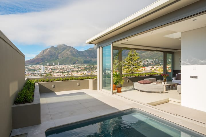 3-storey space, spectacular views in heart of city - Cape Town - Leilighet