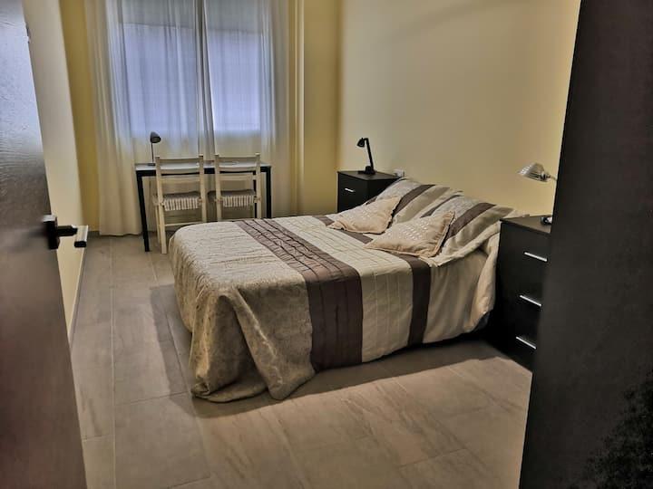 Habitación en confortable casa,  planta baja.