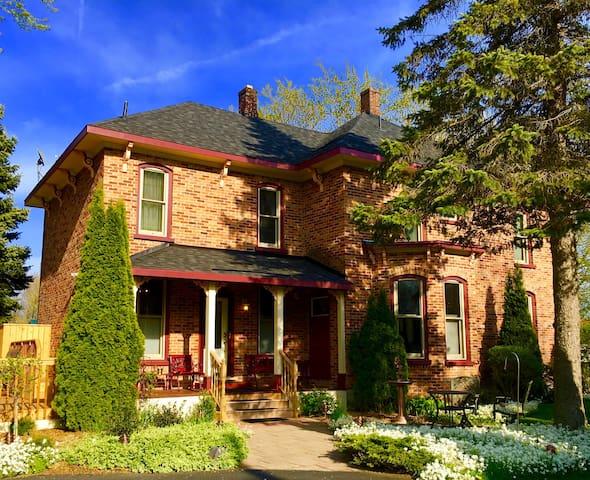 Lester St Retreat, Historical Home