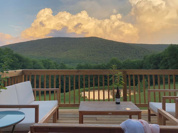 Modern Catskills Cottage w/ HOT TUB, pond & views