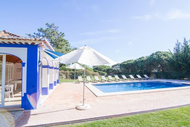 Buse Gold Villa, Olhos de Agua, Algarve