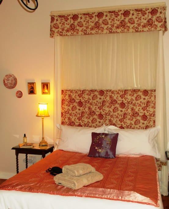 African Violet (double bed - en suite)