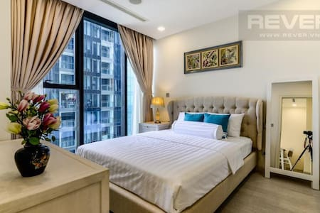 BEAUTIFUL APPOINTED APT. IN THE HEART OF HCMC