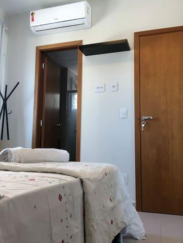 Quarto cama de casal com Ar condicionado
