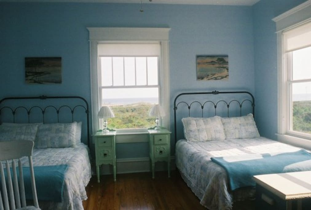 2 Queen size beds and the view!