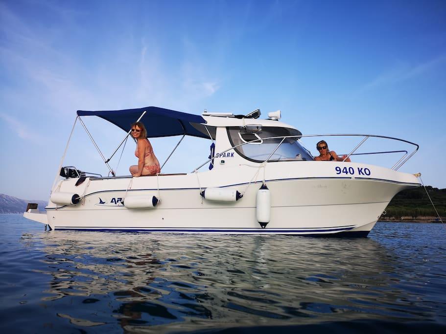 Powerboat free excursion