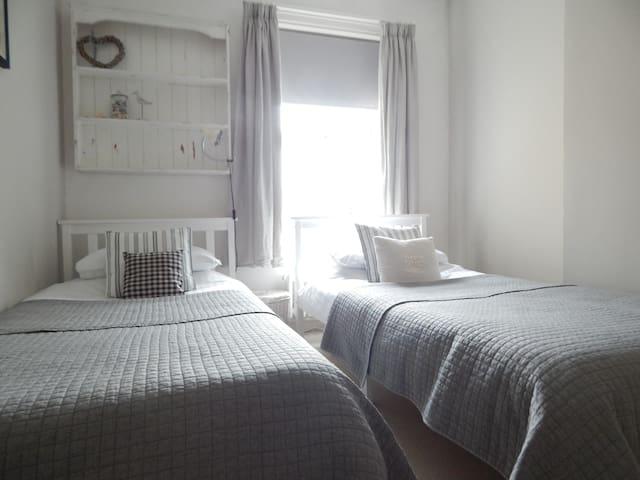 Bedroom 2 Twin Room