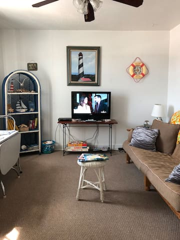 Super Rates! Cozy Main St Apartment