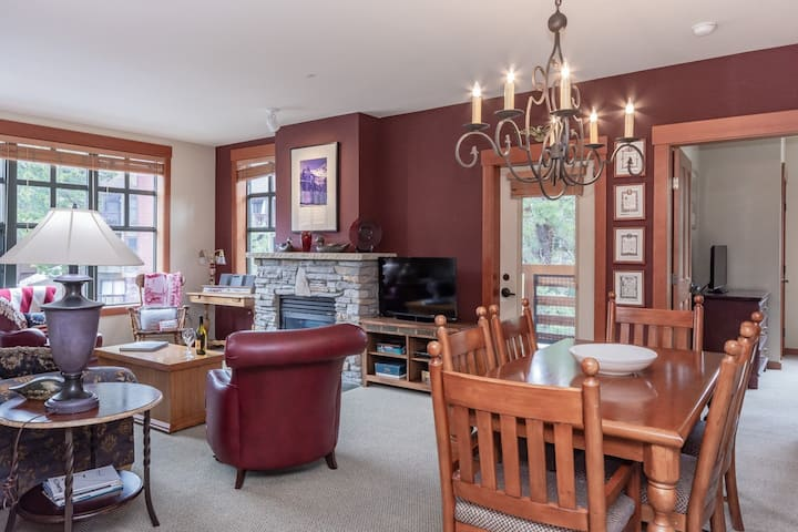 Inviting Condo at The Village at Mammoth with convenient ski access