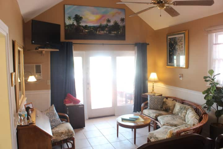 Gulfport Waterfront Beach Resort Seabreeze BNB by Tech Travel  - Key Largo