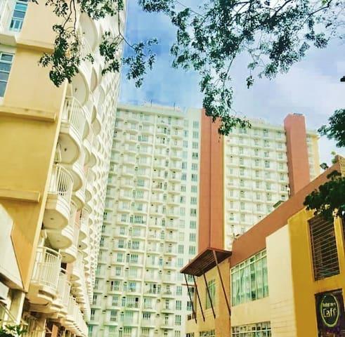 Tagaytay Prime Condo II (nr. Mall, w/ pool, wifi)