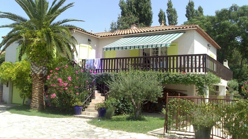 Villa de standing avec piscine proche La Gde Motte