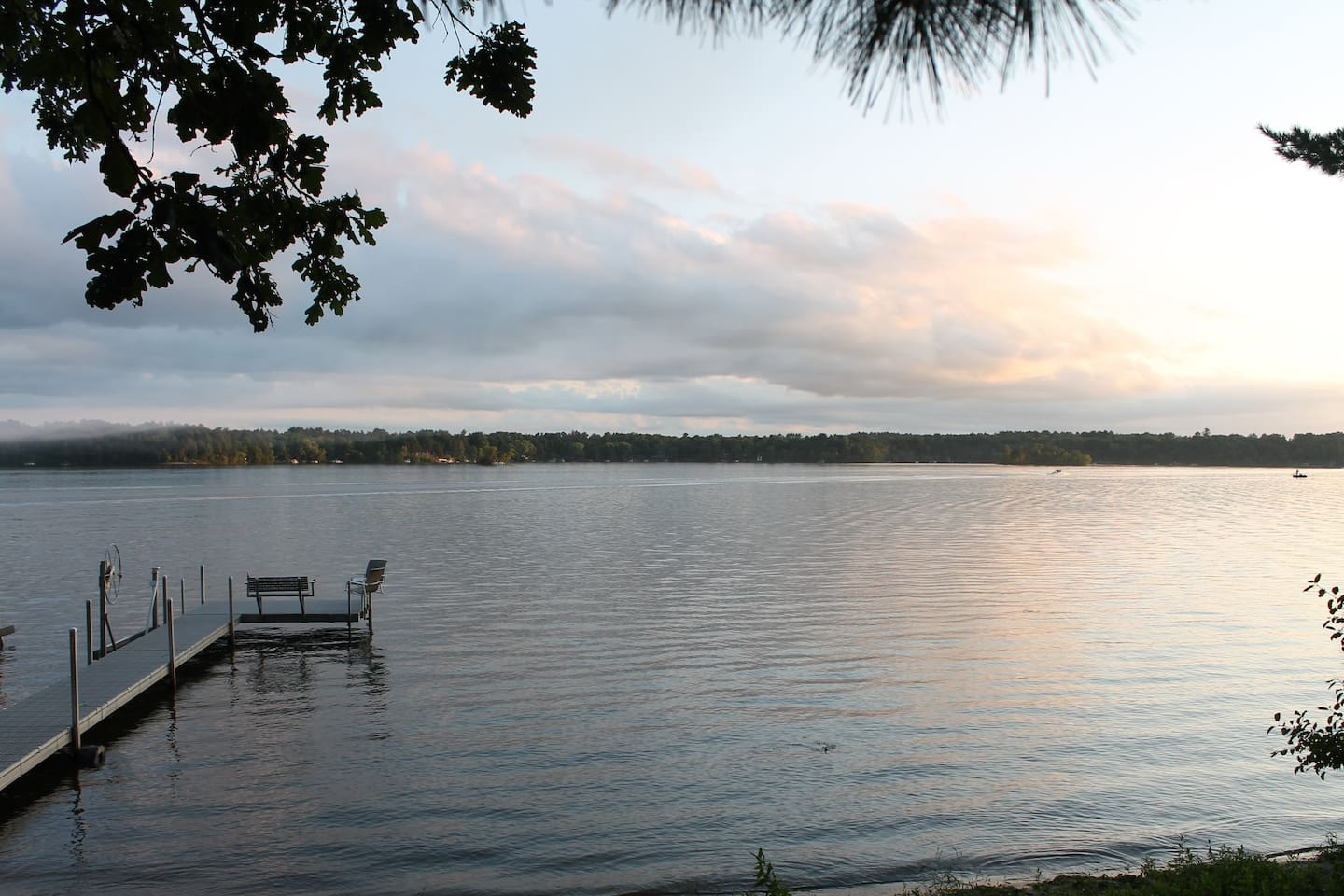 Log Home on Lakefront Property (Private 100-Foot Beach and Dock)