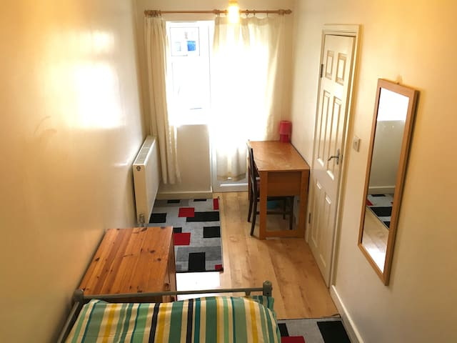 Very clean,comfortable & cosy room with breakfast. - Cambridge