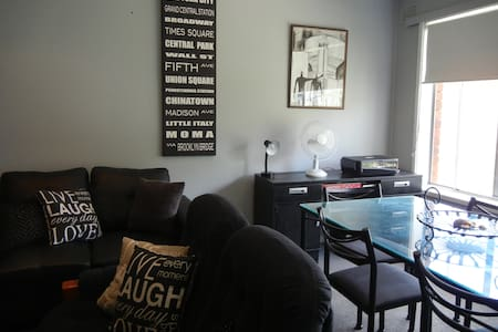 CHIC & ROOMY - INNER CITY NEWCASTLE -2 BEDROOM APT
