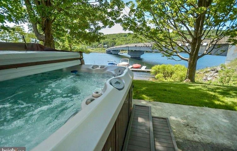 Landmark One lakefront & boatslip featured on HGTV