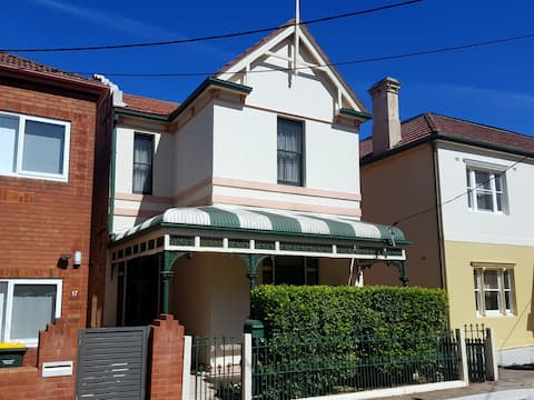 Croydon Family House - One minute walk to station