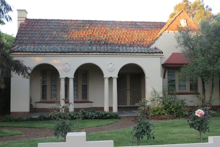 Elegance, comfort, central location - Adelaide