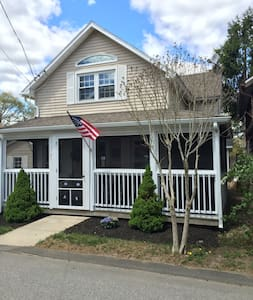 Summer Cottage With Beach Access! - East Lyme - 度假屋