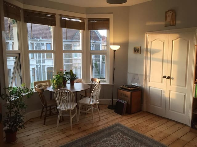 Bright and peaceful apartment close to city centre