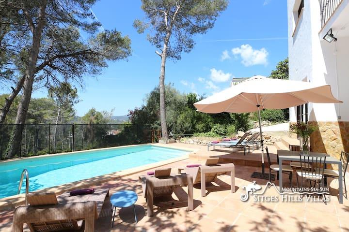 Spacious Villa Balzar, A/C, Pool, Sleeps 14, Quiet