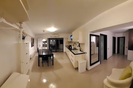 Apartament situat lângă Palas Mall, centru