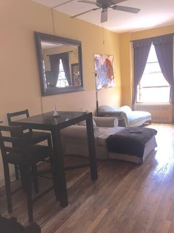 Private Cozy Bedroom - Central Park North