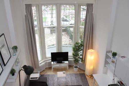 Lichte ruime studio in hartje centrum Nijmegen - Lakás