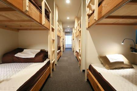 Roots Hostel Dormitory - Nishi-ku, Ōsaka-shi - Хостел