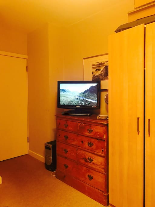 New smart Freeview TV for spare room to rent.. With DVD player and loads of films.. Just ask.