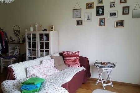 Schönes Zimmer in WG - Ostfildern - Apartemen