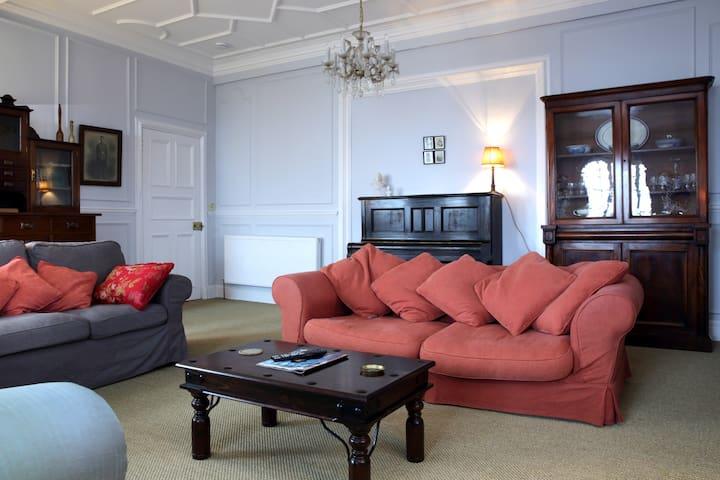 Fabulous 4 Bedroom Castle View Apartment - Flats for Rent ...