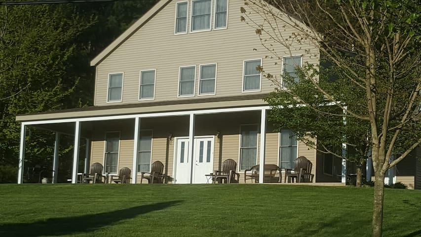 The Gentleman's Farmhouse