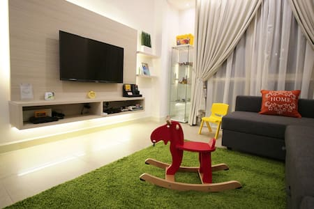 Wonderful Legoland Suite 2BR 8pax 3MinWalk Afiniti