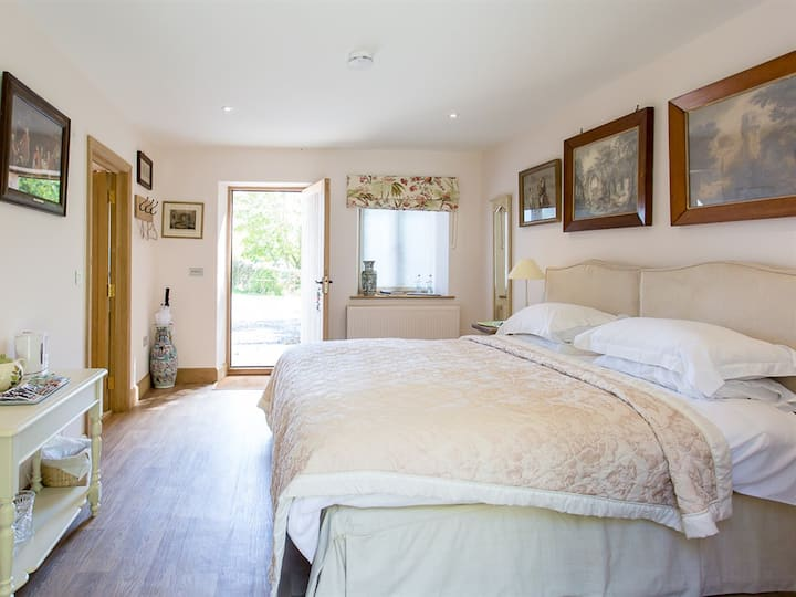 Elm - Double Room, Comfort, Ensuite , Garden view