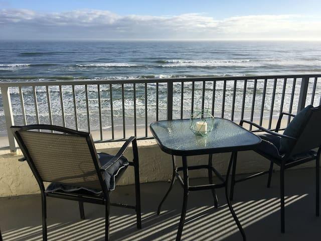 Beach Front Condo - New Smyrna Beach  - 아파트(콘도미니엄)