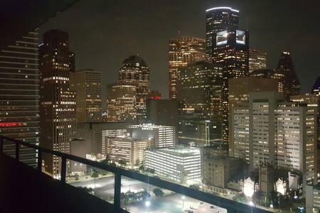 BREATHTAKING balcony view PENTHOUSE - Houston - Departamento