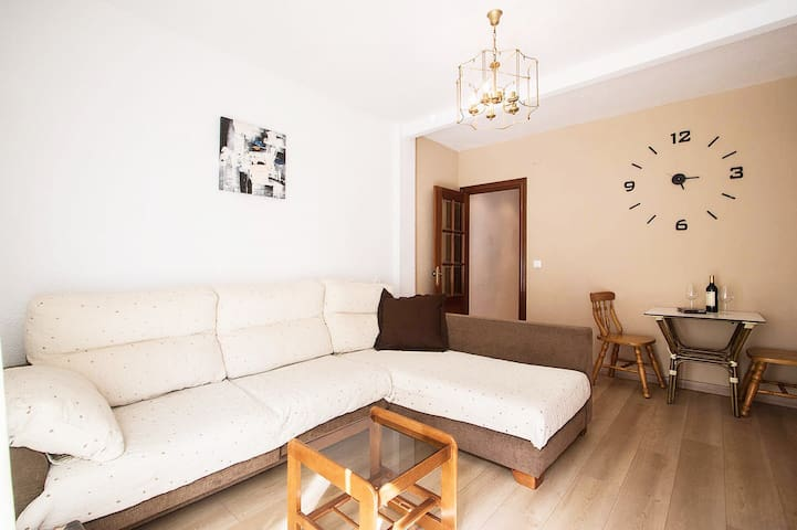 COSY 3 BED APT 200m FROM BEACH WiFi