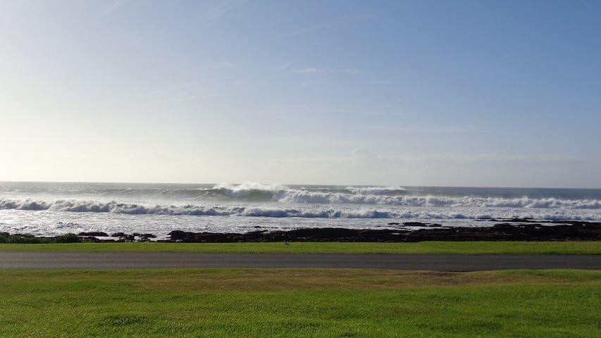 Pull Inn Kidds Beach with a 180 deg sea view