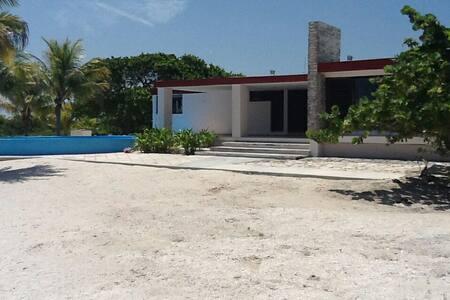 Casa de Playa en Sisal, México - Sisal