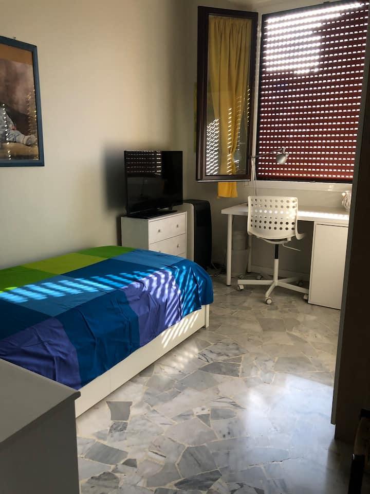 Stanza privata in appartamento zona Lorenteggio