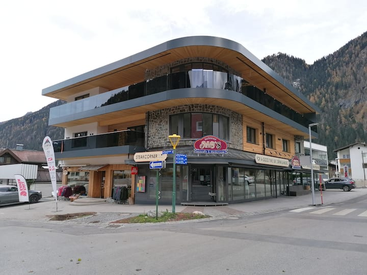 MO's Apartments