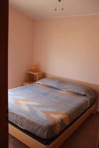 -primo piano camera matrimoniale