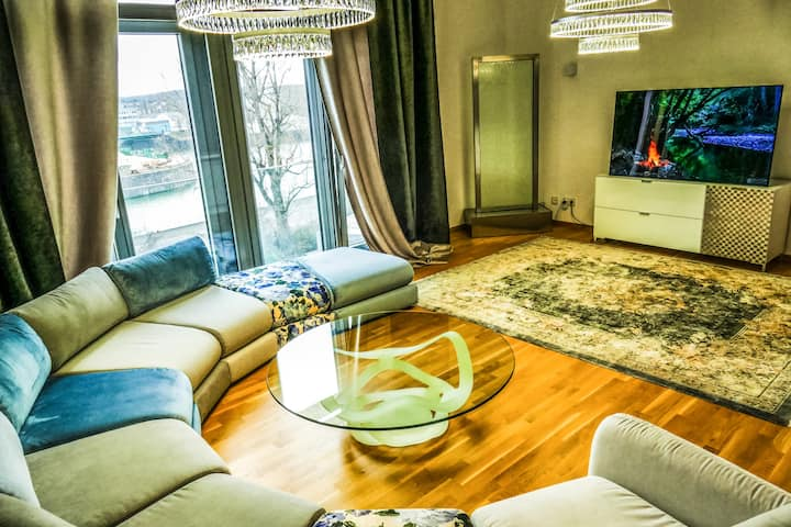 5 Star Designer Loft | River View | City center