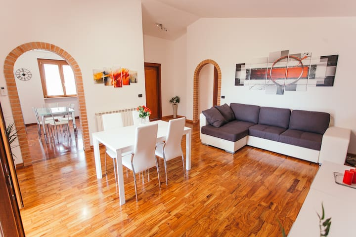 Large appartment near the Airport, free parking
